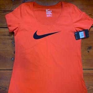 🌺 2 for $ 20 🌺 NWT  Women's Nike shirt